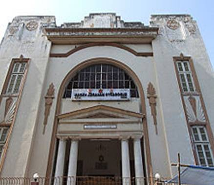 http://upload.wikimedia.org/wikipedia/commons/thumb/2/26/Ahmedabad_Synagogue.jpg/250px-Ahmedabad_Synagogue.jpg